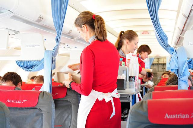 مهمانداران پرواز مرتب در حال جایگزینی هستند